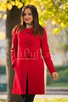 Palton elegant rosu cu inchizatori decorative