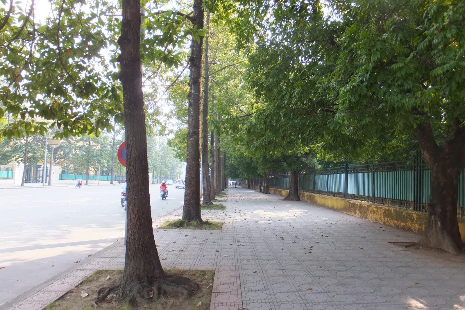 hanoi-sidewalk ハノイの歩道
