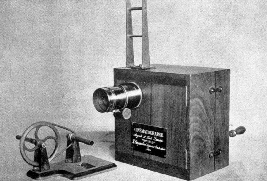 history of the earliest camera The history of the camera has shown how today's cameras are much different from what used to be fairly crude looking instruments in the earliest days of photography history, the camera obscura was used for watching solar eclipses, most notably done by reiners gemma frisius from the leuven.