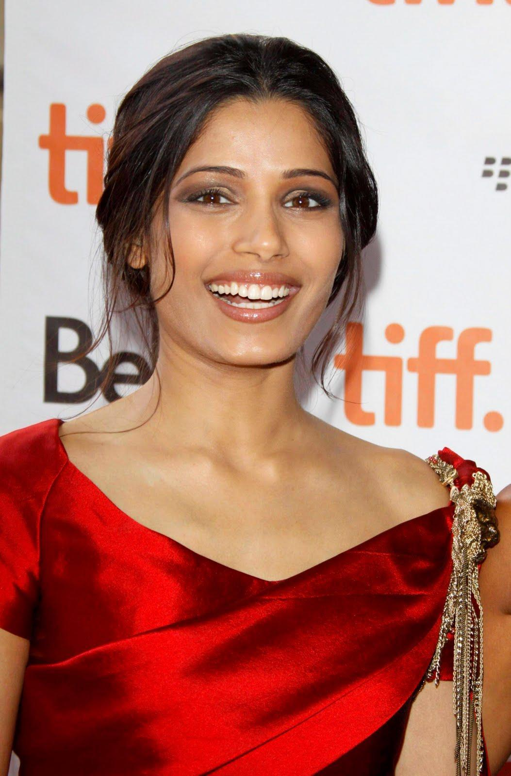 Gossip Girl Wallpapers Hd Hollywood Actress Freida Pinto Pictures Taste Wallpapers