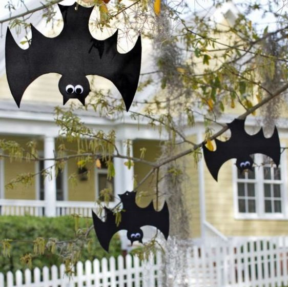 Decorate Halloween in Front of The House