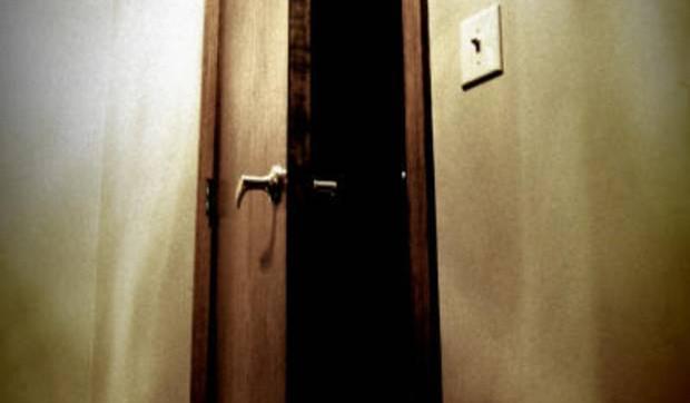 Ada yang Ketuk Pintu Saat Subuh, Astagfirullah Saat Dibuka..