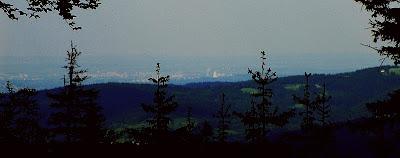 Kraków widziany z grzbietu pomiędzy Urwanicą i Norożem.