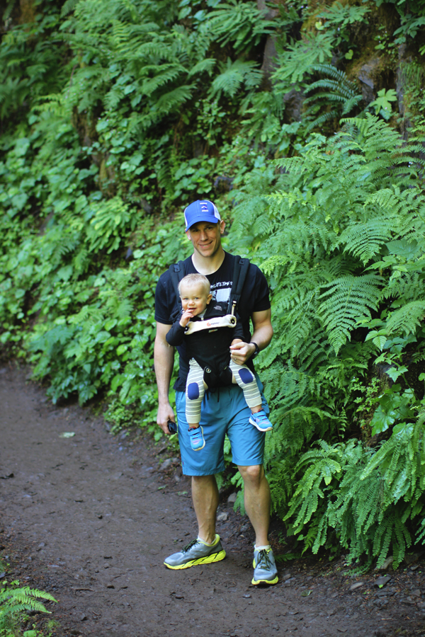 Family hike in Hood River, Oregon