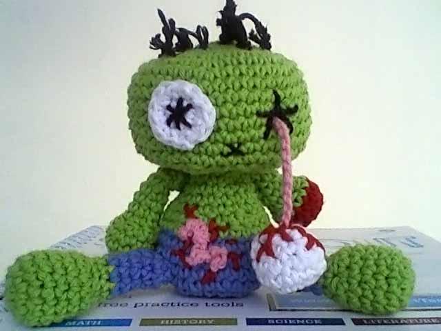 A zombie in the backyard [crochet – amigurumi] | Ahookamigurumi | 480x640