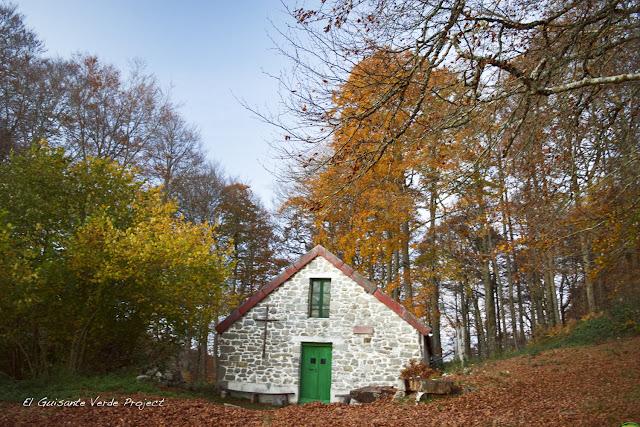 Ermita de San Miguel - Irati, por El Guisante Verde Project