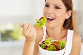 Para conquistar um bem estar precisamos apostar na alimentação, uma dieta equilibrada traz energia para as atividades do dia a dia. Não podemos comer de qualquer maneira, comer tudo que vemos. Veja 10 dicas pra melhorar a sua alimentação: