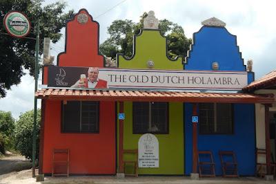 A culinária típica dos holandeses está presente na cidade de Holambra em diversos restaurantes, alguns distantes do centro da cidade. Por isso a hospedagem no sábado é recomendada: aproveite o domingo para conhecer as atrações.