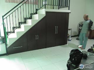 Desain Interior Ruang Tamu - Lemari Bawah Tangga