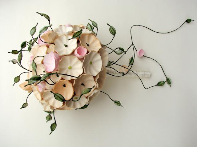 matrimonio green a tema botanico organico: eco bouquet di fiori di carta