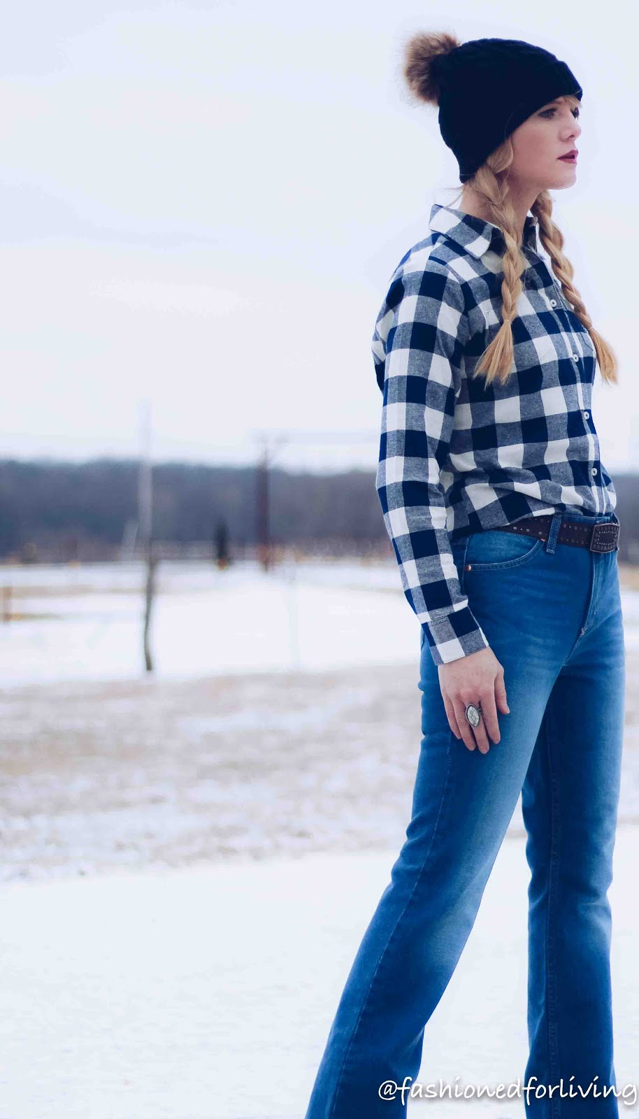 flare jeans outfit for winter. wrangler jeans outfit