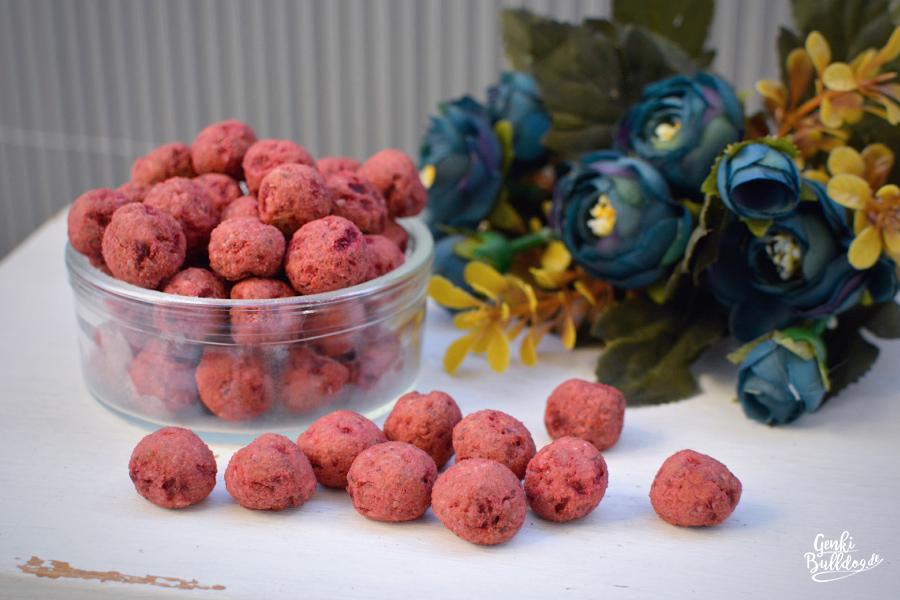 Hundekeks Rezept: Rote Beete-Haselnuss Kugeln für Hunde