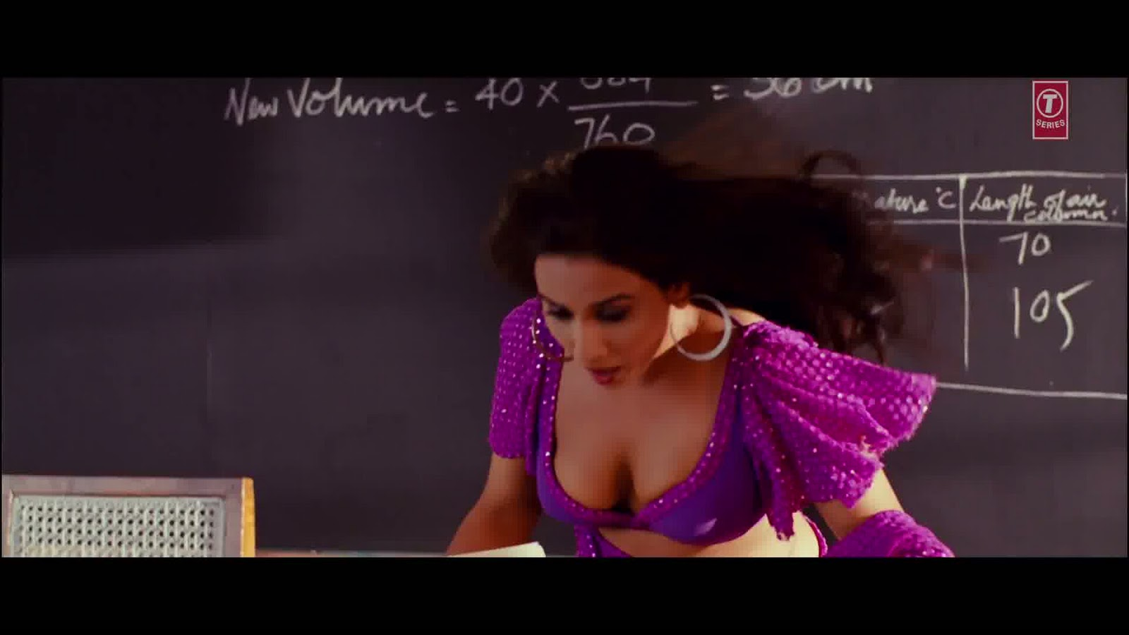 Vidya Balan Oh La La La Song Photos Dirty Pictures Movie -7812