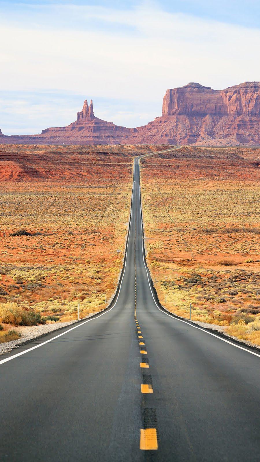 Çölde asfalt yol fotoğrafı