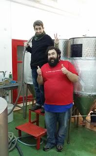 Julian y Susana en la cervecera de El Oso y el Cuervo