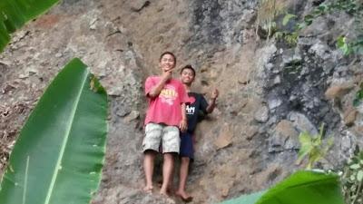 Rancang Tempat Wisata, Pemuda Karang Taruna Desa Kaligondang Bersihkan Wisata Watu Pecah