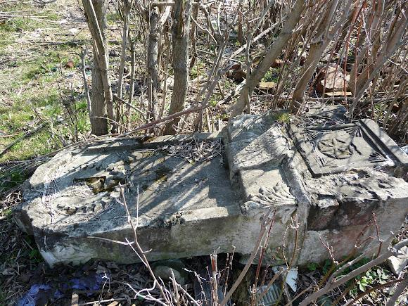 Слов'янськ. Закритий і занедбаний цвинтар