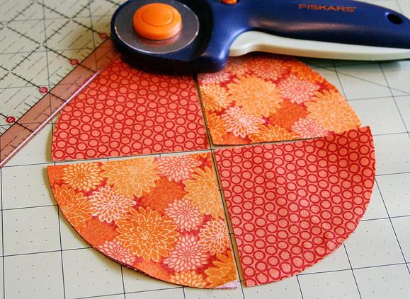 мягкие текстильные тыквы своими руками, как сделать тыкву из ткани своими руками мастер-класс, тыквы из ткани идеи, красивые тыквы из ткани фото, как сшить тыкву из ткани, как сшить подушку в виде тыквы, как сшить игольницу в виде тыквы своими руками, простой мастер-класс по изготовлению текстильной тыквы, тыквы из текстиля идеи, красивые тыквы из текстиля фото, красивые тыквы из разных материалов, как легко сшить тыкву мастер-класс, из чего можно сделать тыку, красивые игольницы из ткани, красивые диванные подушки, мягкая игрушка тыква мастер-класс, тыква в винтажном стиле, тыква в стиле шебби шик, тыква из трикотажа, как украсить текстильную тыкву идеи, тыквы для уклонения дома, осенний декор для дома в виде тыковок, оригинальные тыквы из текстиля, украшения для интерьера в виде тыквы, интерьерный декор на день Благодарения, интерьерный декор на праздник урожая, осенний декор, игольницы в виде овощей, подушки в виде овощей идеи, мастер-клааа по шитью тыквы, как сшить подушку тыкву мастер клас с пошаговым фото, как сшить игольницу пошаговый мастер-класс,овощи, овощи текстильные, поделки на Хэллоуин, Праздник Урожая, Хэллоуин, игольницы, игольницы из ткани, игольницы своими руками, мастер-класс, идеи игольниц, игольницы тыквы, тыквы, для шитья, шитье, для иголок, подушечки, подушечки для иголок, игольница тыква своими руками мастер класс на хэллоуин http://prazdnichnymir.ru/