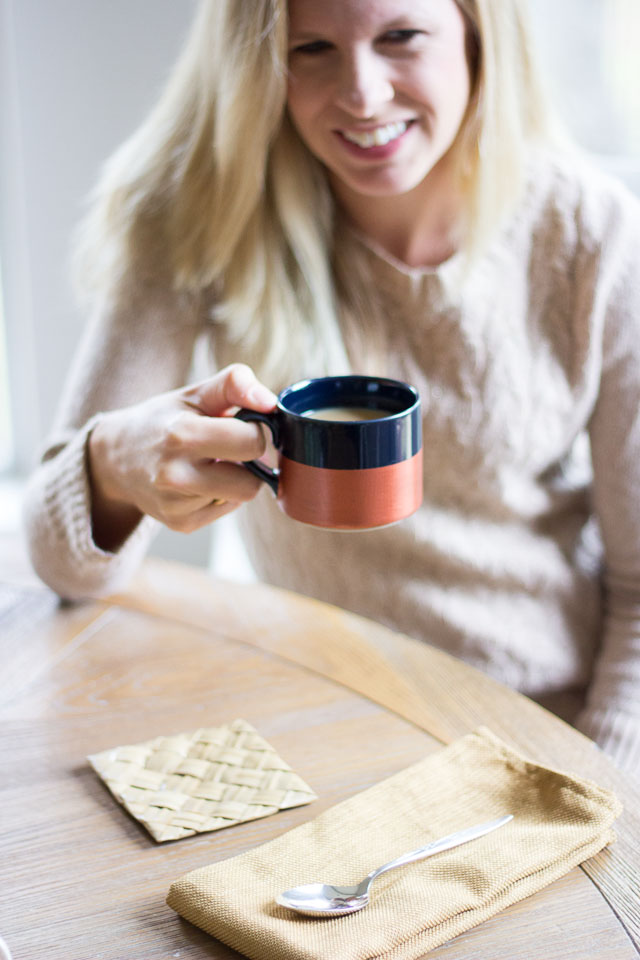 DIY Metallic dipped coffee mugs! || http://www.designimprovised.com