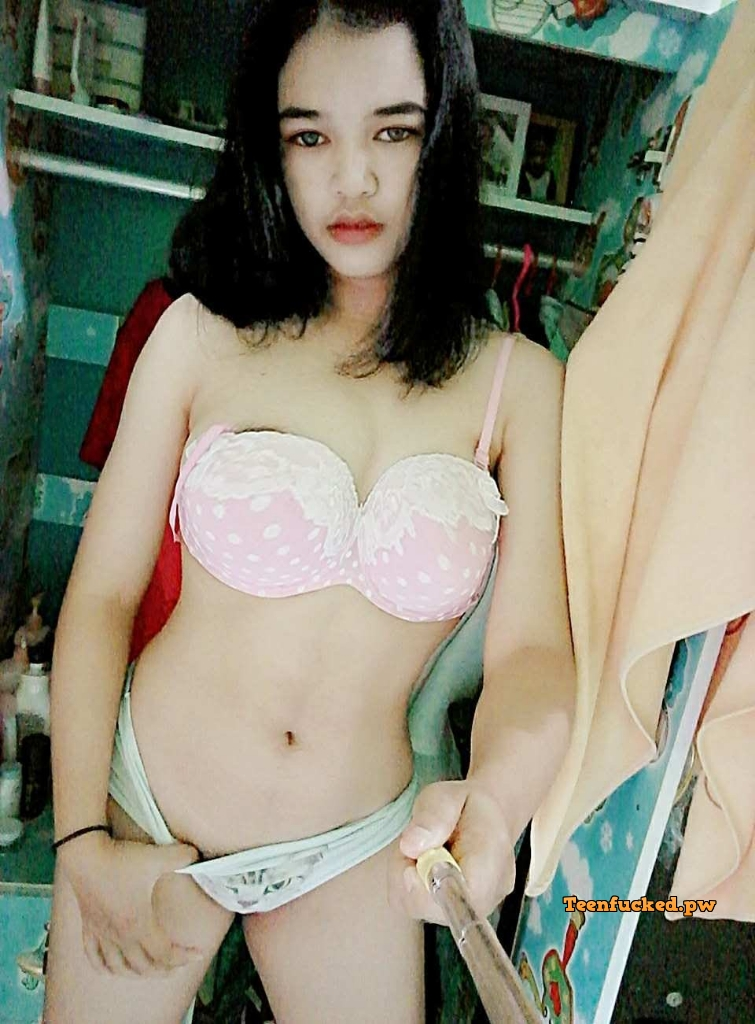 saHlXowwjFY wm - Beautiful girls love narcissistic naked while taking selfies 2020