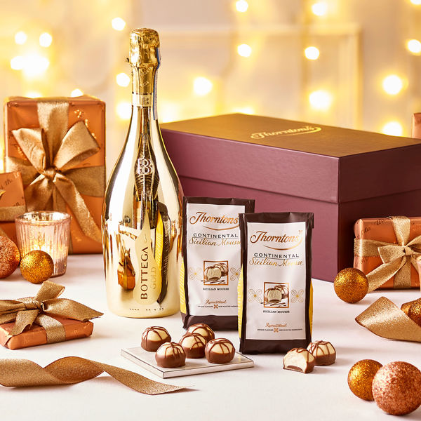 On every High Street Thorntons have the last minute Christmas gift that will make everyone happy this Christmas. This Prosecco and Chocolate Hamper contains ...