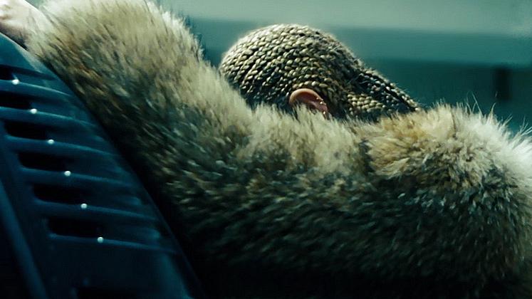 Beyoncé está chegando para destruir a sua vida.