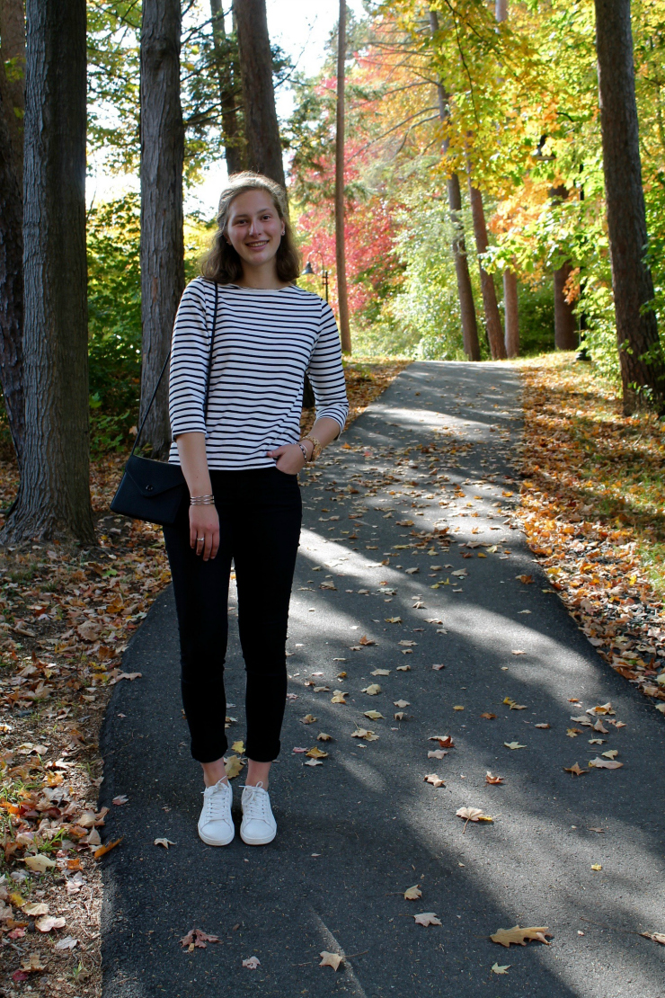 striped mariniere shirt, black jeans and white trainers for a fall look