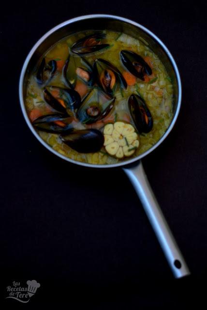 Sopa-de-ajo-vegetales-y-mejillones-02