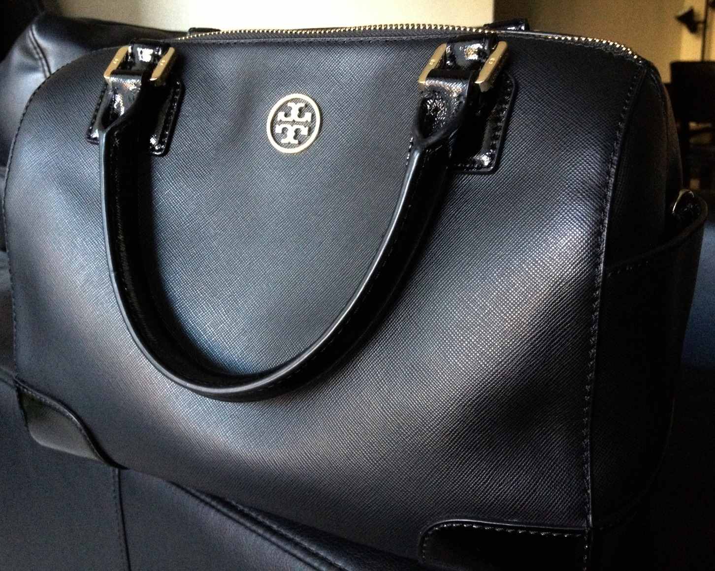 a31a7edc14c This is the bag I ve been carrying around EVERYWHERE for the last month and  what I m loving right now. It s my new black Tory Burch Robinson ...