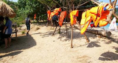 Gambar dan Foto Keindahan Pantai Tiga Warna Malang