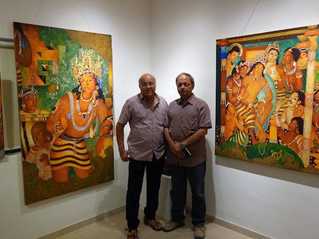 Shri. Vijay Kulkarni and Milind Sathe at Indiaart Gallery with paintings from Ajanta collection (www.indiaart.com)