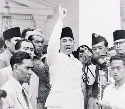 Pada masa penjajahan Indonesia kaya sekali upaya upaya yang dilakukan untuk merebut kem 3 Isi TRIKORA (Tri Komando Rakyat) Beserta Pengertian dan Tujuannya