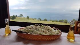 http://macedoniacuisine.blogspot.mk/2016/01/shopska-salad.html