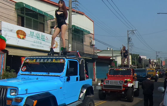 Video 50 Penari Hot Untuk Menari Erotis Pada Pemakaman Politikus Tung Hsiang