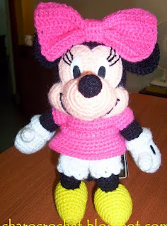 http://charocrochetpatrones.blogspot.com.ar/2010/04/minnie-mouse.html