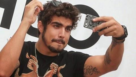 Caio Castro teve uma suposta foto íntima divulgada em junho de 2014 e logo colocou seu advogados para investigar, alegando ser uma montagem.
