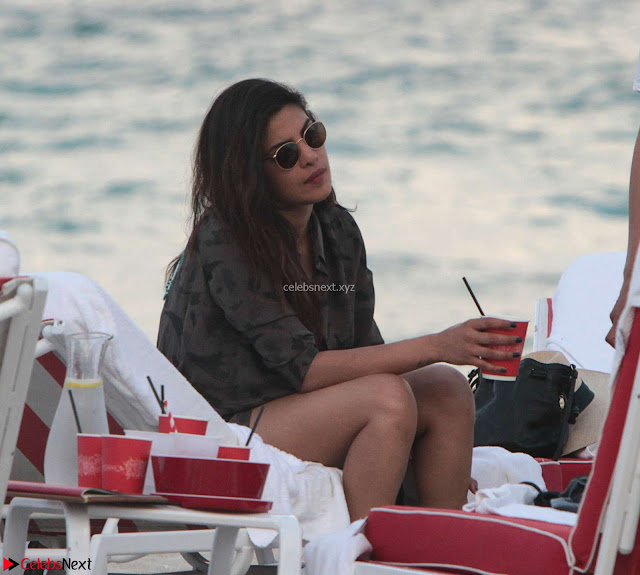 Priyanka Chopra on the beach Day 3 with friends in Miami Exclusive Pics  002.jpg