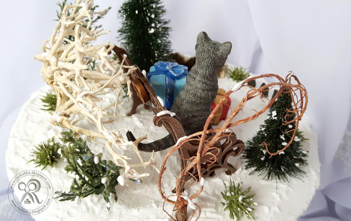 Zimowy krajobraz z kotem