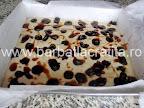 Prajitura cu dulceata preparare reteta - inainte de a da tava la cuptor
