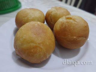 Roti Goreng Isi Bumbu Kacang ala Rika