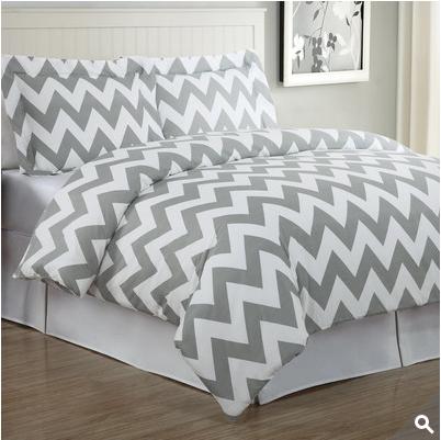 床上用品赢得了't打破预算。最低价于100美元!