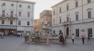The Piazza Vittorio Emanuele, with the Fontana dei Delfini, is the central square of Rieti