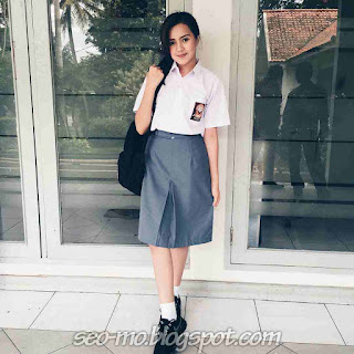 Foto Cewek Cantik Cut Beby Tsabina Pakai Seragam Sekolah
