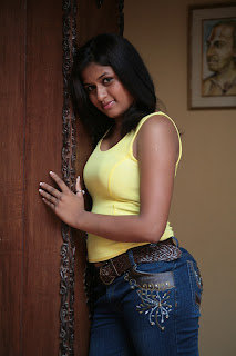 Actress Kiruthika Spicy Gallery (5)