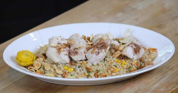 الأرز المقلي مع الخضار والدجاج