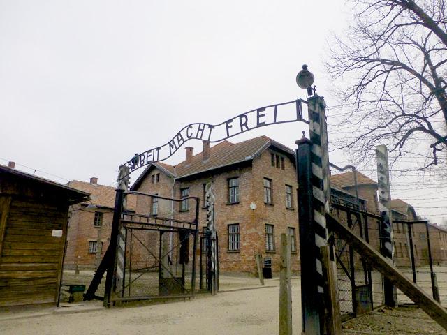 Entrada a Auschwitz por El Guisante Verde Project