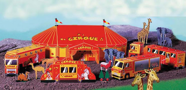 PAPERMAU: A Classic French Circus Paper Model Diorama