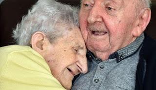 Παντοτινή αγάπη: Στα 98 της πήγε σε γηροκομείο για να φροντίζει τον 80χρονο γιο της!