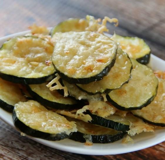 Low Carb Zucchini Parmesan Chips – Keto Friendly Recipe #Keto #DietRecipe