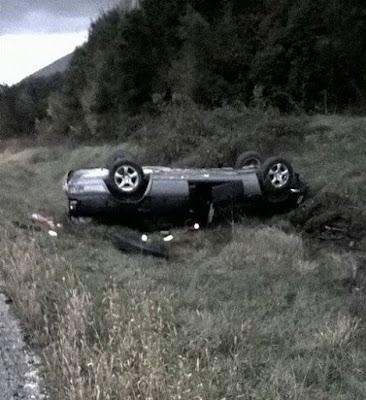 Ανατροπή οχήματος λόγω ολισθηρότητας - Τραυματίστηκαν δυο άτομα